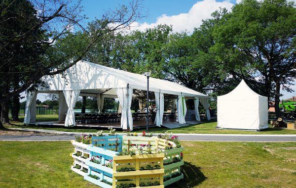Chapiteau terrasse arbre intégré pour une inauguration