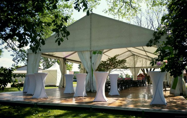 Chapiteau terrasse 10mx25m, arbre intégré, inauguration