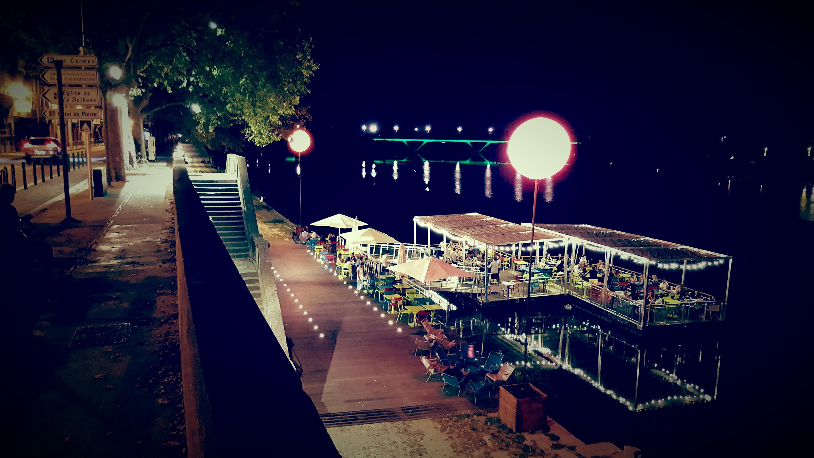Eclairage restaurant sur ponton structura location de for Location eclairage exterieur