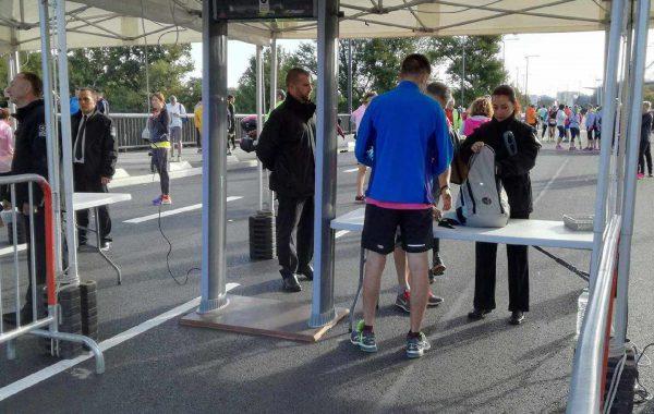 Tente entrée marathon et portique de sécurité