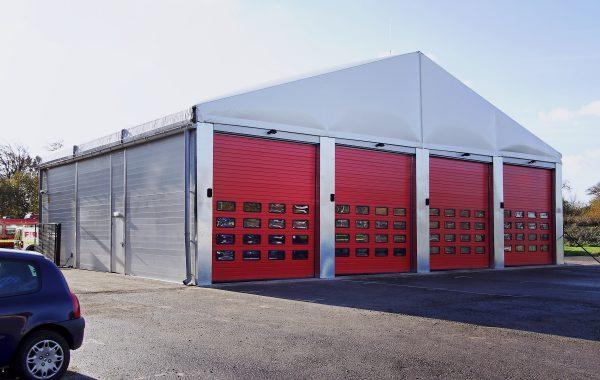 Bâtiment industriel 20 m x 15 m H 5 m, zone de stockage et entrepôt