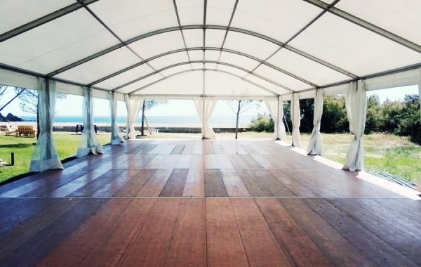 Chapiteau arqué entoilage blanc 10mx30m avec plancher, mariage
